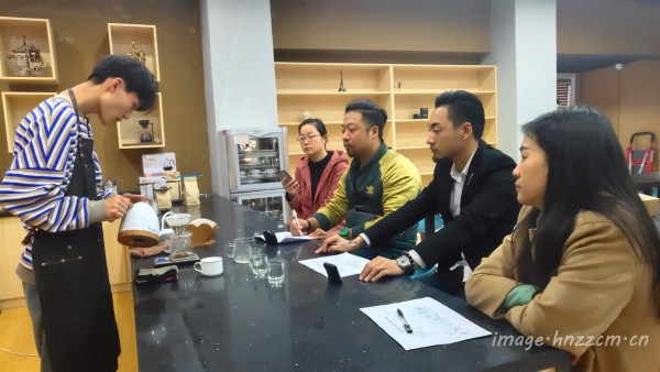 郑州市酒店服务与管理行业指导委员会卓越论坛在财贸学校召开